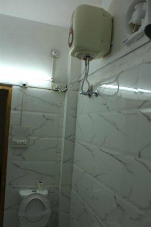 Jaisingh Garh: bathroom