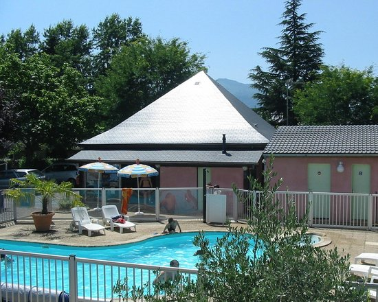 Village de Chalets Le Val Du Gave D'Aspe : Piscine