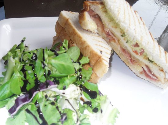 Bach 16 : Bacon and Guacamole toastie
