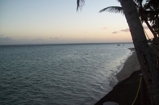 Fiji Hideaway Resort & Spa : the reef at sunset
