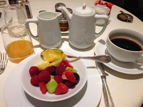 Hotel San Regis: la misera colazione di un 5 stelle