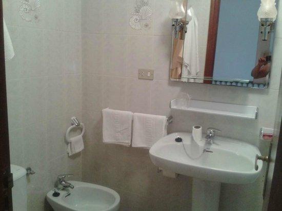 Hotel Martinez: baño