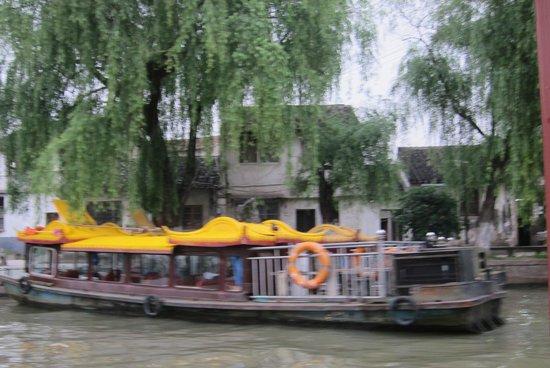 Royal Garden Inn: Tourist Boat