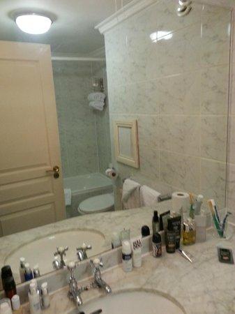 Arlington Hotel O'Connell Bridge: Bathroom 130