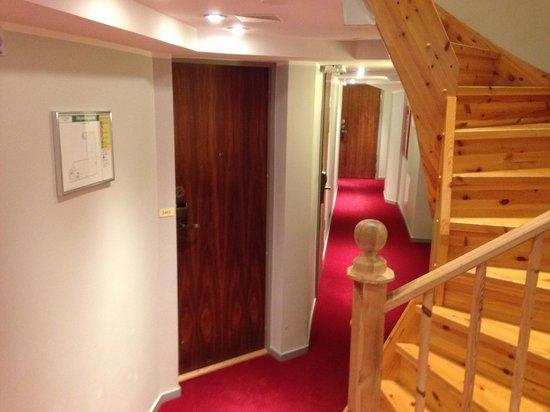 Hotel Hellsten : Hallway view