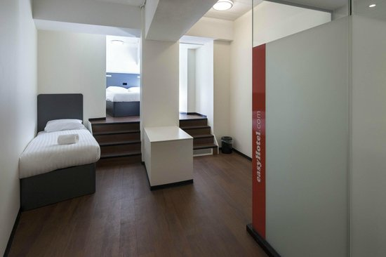 easyHotel Rotterdam City Centre : Familie driepersoonskamer