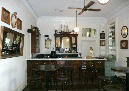 The Hughenden Boutique Hotel : hübsche Bar und Buffet