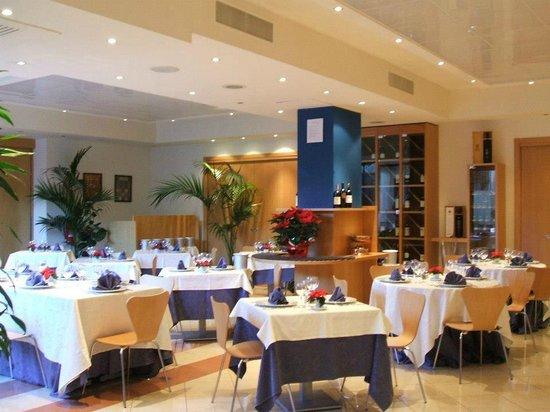 Hotel Planet: столовая