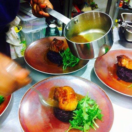 Cafe Figue: Glazed Pork / Red Cabbage creamed / Ginger Sauce