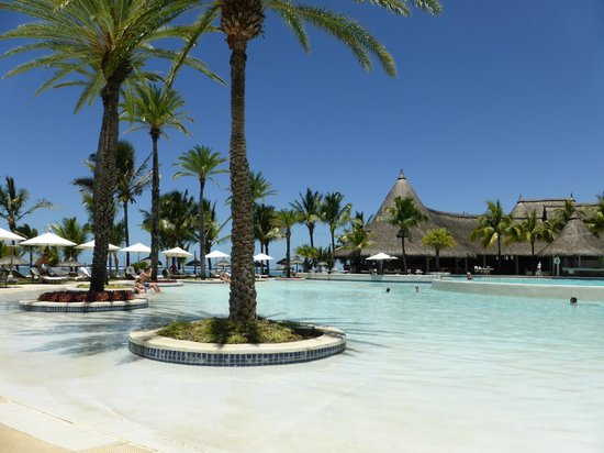 LUX* Belle Mare : Huge child friendly pool complex
