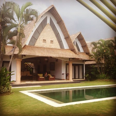 Villa Seminyak Estate & Spa : Our villa. LOVE the outdoor area between the two rooms.