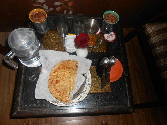 Kapil Hotel: Breakfast