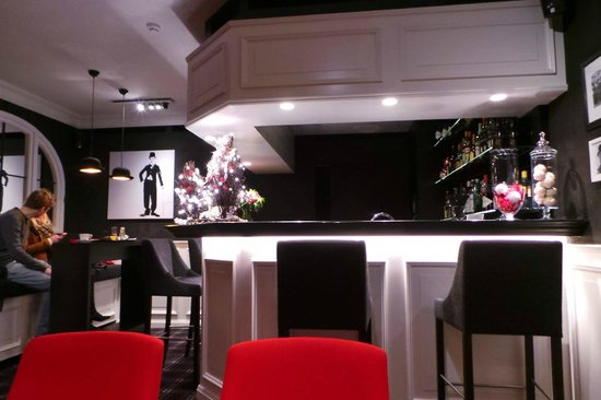 Hotel Prinsenhof Bruges: the Bowler Hat themed bar