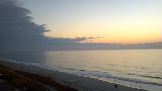 Hampton Inn & Suites Myrtle Beach/Oceanfront: View from my bed