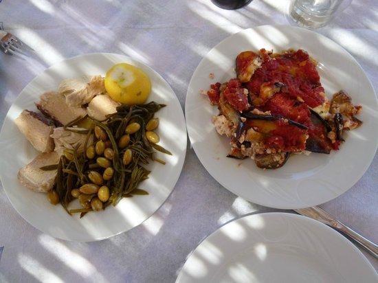 Notaras Hotel: Piatti tipici dalla Taverna di Manolo