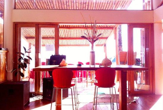 Boracay Beach Club: Beachfront resto