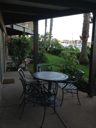 Humphreys Half Moon Inn & Suites: each room had a table outside the sliding door