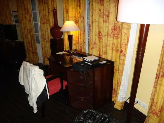 La Residence Hue Hotel & Spa - MGallery by Sofitel: Schreibtisch