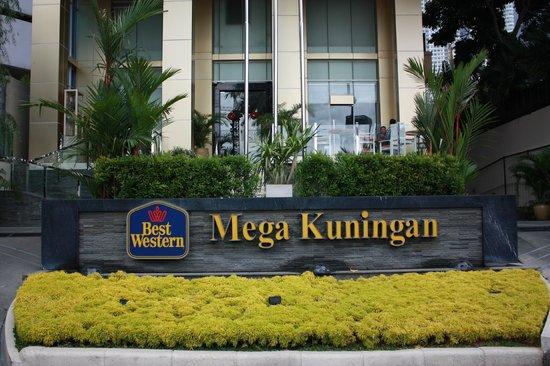 GP Hotel Mega Kuningan: front view