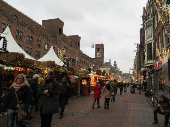 Delta Hotel Amsterdam City Centre: desde la puerta del hotel en navidad