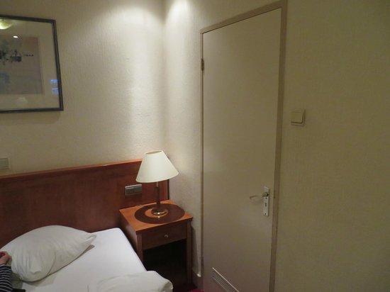 Delta Hotel Amsterdam City Centre: vista parcial de la habitación
