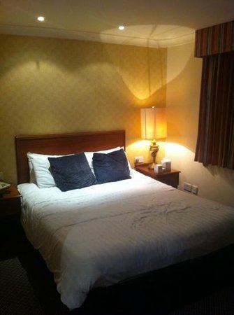 BEST WESTERN Birmingham Walsall Barons Court Hotel: comfy and clean room