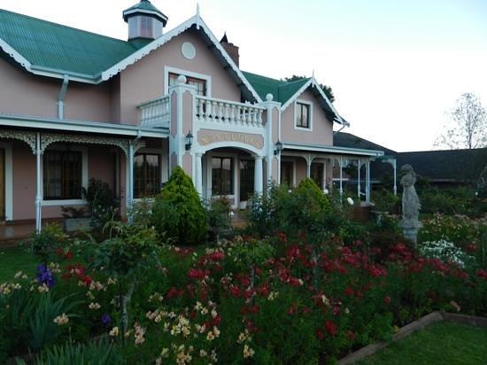 Westlodge Bed & Breakfast : Outside...beautyful garden
