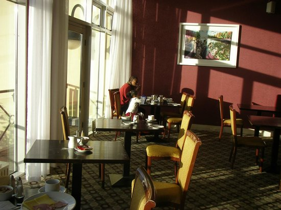 The Montenotte Hotel: window table at the breakfast buffet