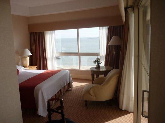 Conrad Punta del Este Resort & Casino: Habitación y vista de la ventana