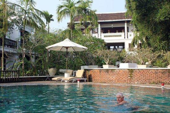 Hoi An Ancient House Resort & Spa : piscine sous le lobby