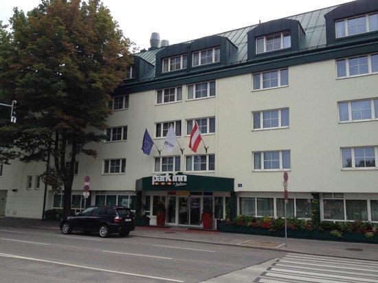 Отель Park Inn by Radisson Uno City Vienna