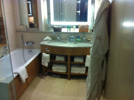 London Hilton on Park Lane: Lots of extras in the bathrooms
