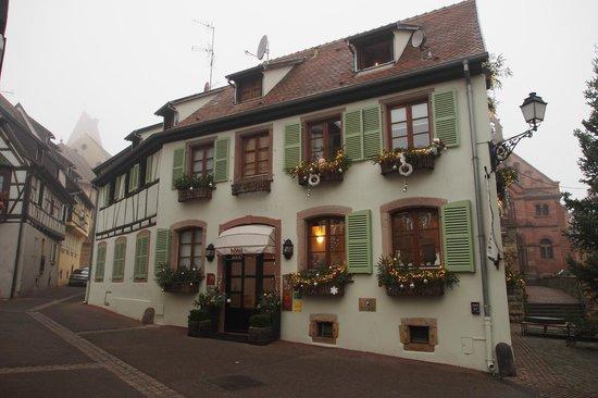 facade bild fr n hostellerie du chateau eguisheim tripadvisor. Black Bedroom Furniture Sets. Home Design Ideas