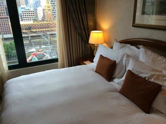 The Langham, Melbourne: Comfy bed