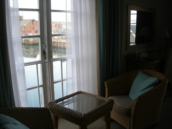 Old Custom House Inn: View over quay from room 5