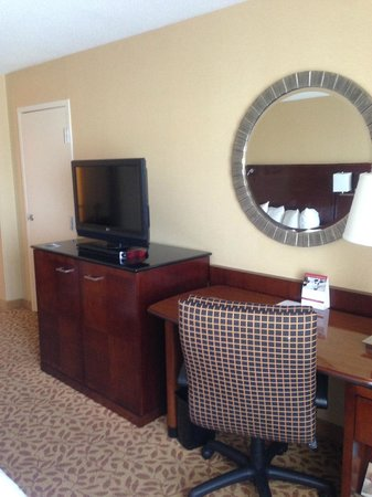 Des Moines Marriott Downtown : TV/Desk