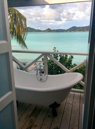 Cocobay Resort : private tube in the Fungee room (premium waterfront suite)