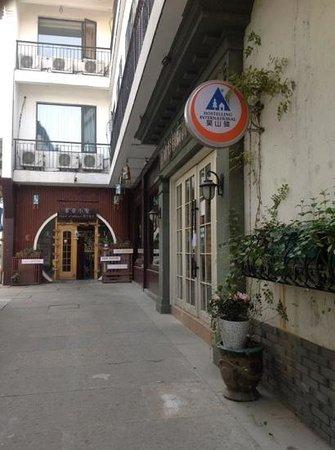 Wushanyi Youth Hostel: hostel entrance