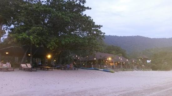 Anda Lanta Resort: het resort vanaf het strand