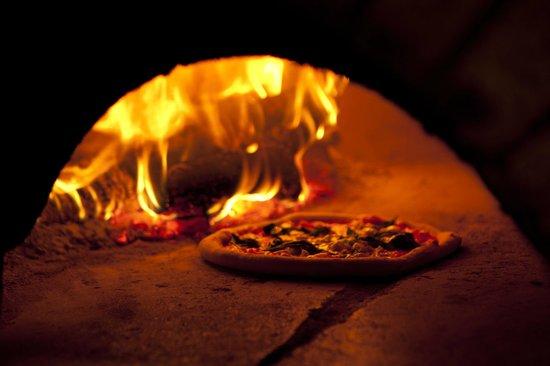 Pizza al forno di legna fotograf a de maruzzella madrid for Spartifiamma forno a legna
