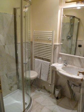Oste del Castello Wellness & Bike: Bagno della camera standard
