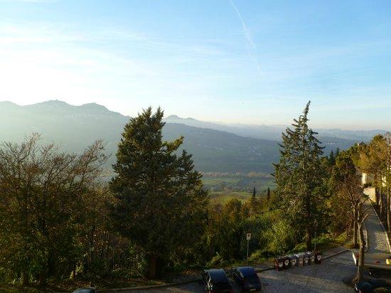 Oste del Castello Wellness & Bike: Vista della Valmarecchia dalla camera