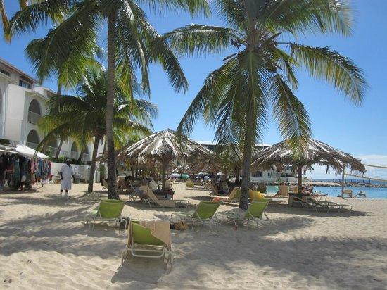 The Villas at Simpson Bay Beach Resort & Marina: Beach