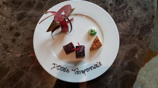 Movenpick Hotel & Spa Bangalore : Welcome chocolate plate