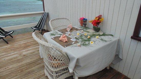 Blue Marlin Beach Resort: A beauyifly set table.