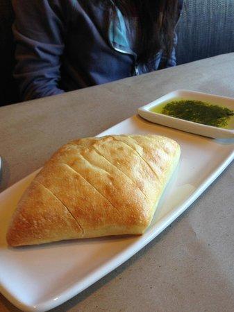 Bonefish Grill: Bread and pesto dip