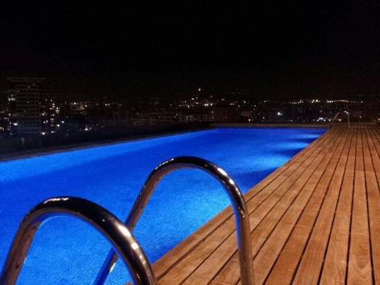 AC Hotel Barcelona Forum by Marriott: La piscina la notte