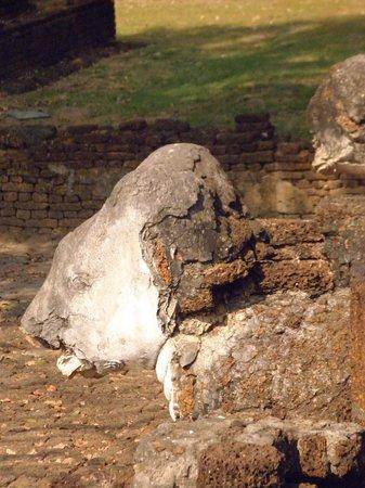 Wat Chang Lom : Detalhe da construção das estátuas de elefantes