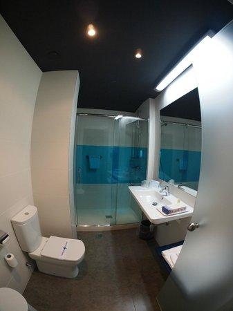 Ibis Styles Madrid Prado: Bathroom