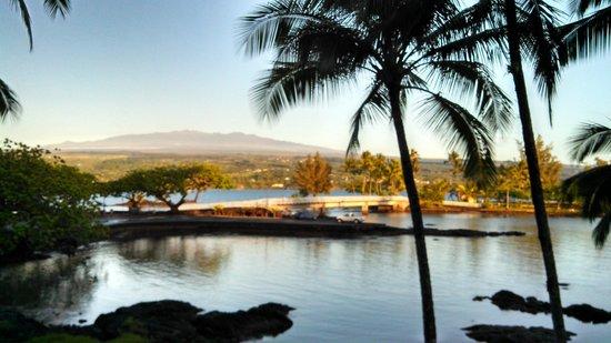 Castle Hilo Hawaiian Hotel: Hotel Restaurant View
